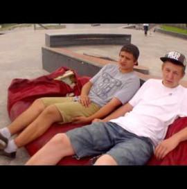 Szymon i Stasiu zapowiadają dzień deski w Katowicach
