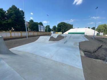 Betonowy skatepark w Pleszewie