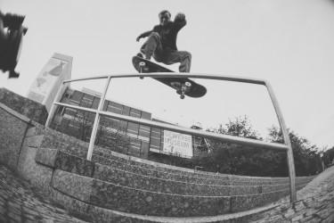 Picnic at Berlin z Youth Skateboards.